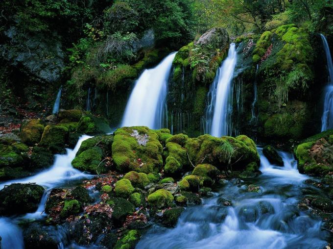Pirineus-Nacimiento-del-rio-Llobregat-en